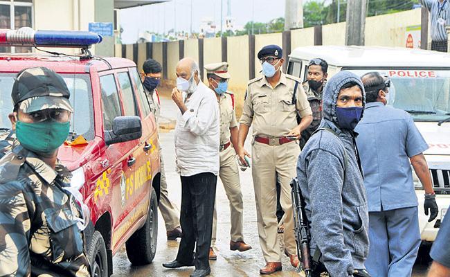 JC Prabhakar Reddy Questioned by Police - Sakshi
