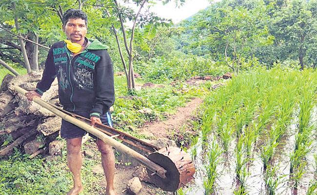 Tribal Farmer Innovate Local Made Wooden Machine - Sakshi