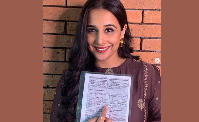 Vidya Balan Shares Pics Of Class 10 Marksheet In Social Media - Sakshi