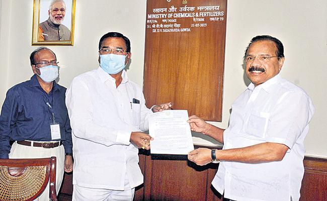 Niranjan Reddy request to Union Minister Sadananda Gowda - Sakshi