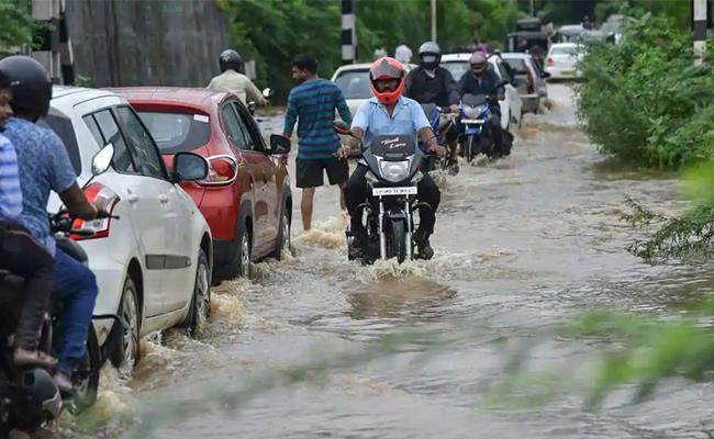 Next 2 Days Heavy Rainfall Due To Low pressure In Godavari Districts - Sakshi