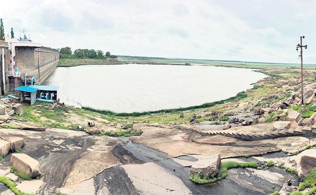 Land Grabs in Gandipet Osman Sagar Area Hyderabad - Sakshi