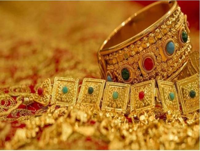 Gold, Silver prices weaken again - Sakshi
