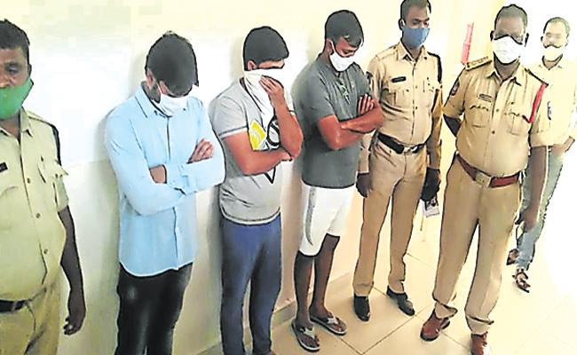 Youth Assult on Karnataka Medico in Shamshabad Hotel - Sakshi