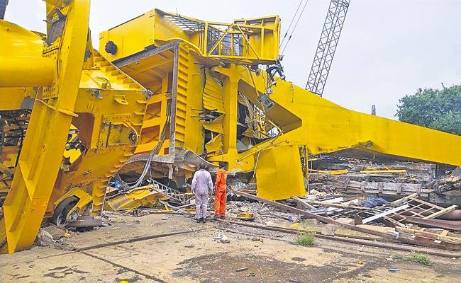 Huge Crane Accident At Visakhapatnam Hindustan Shipyard - Sakshi