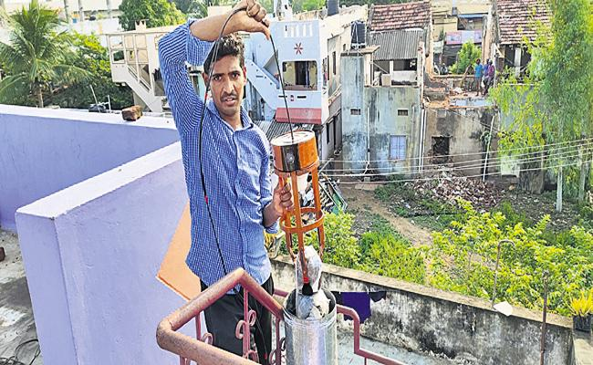 Young engineer Invents machine to Rescue Kids Falling in Borewell - Sakshi