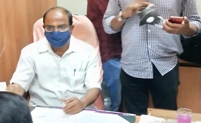 ACB Arrested Another Revenue Officer From Rangareddy Collectorate In Corruption - Sakshi