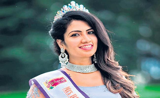 Hyderabad NRI Women Chaitanya Poloju Got Mrs Global Showstopper - Sakshi