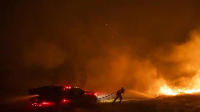 Helicopter Pilot Killed Fighting California Wildfire - Sakshi