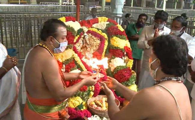 Brahmotsavam Celebrations Started In Kanipakam Temple - Sakshi