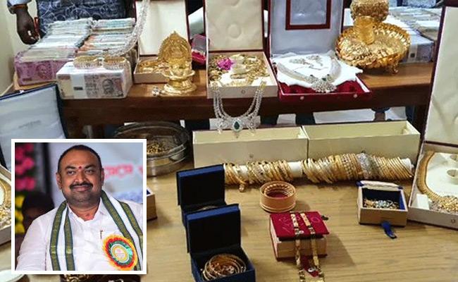 Second Day CBI Raids On APCO Former Chairman Gujjala Srinivasulu Home - Sakshi