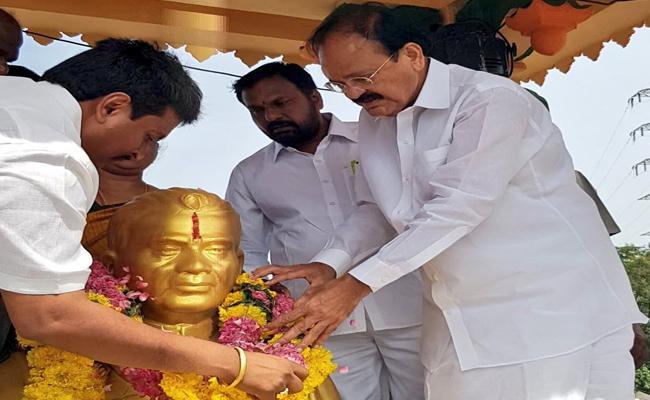 Vice President Venkaiah Naidu Tribute To Tanguturi Prakasam Pantulu - Sakshi