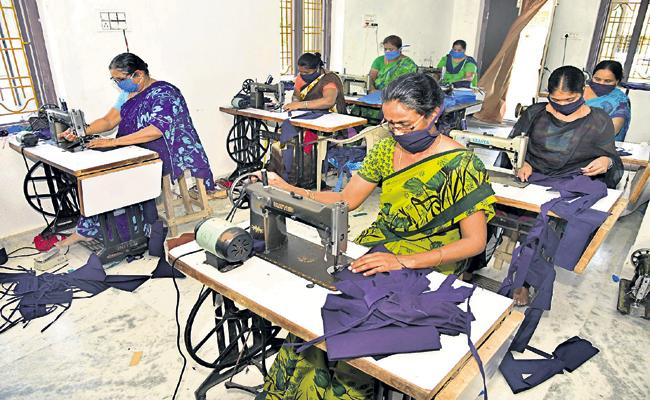 AP Govt support with bank loans to Womens with self employment - Sakshi