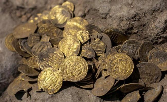A Hoard Of Old Gold Coins Has Been Unearthed In Israel - Sakshi