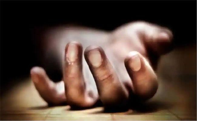 Son Do Not Care Father Deceased Body In Karnataka - Sakshi