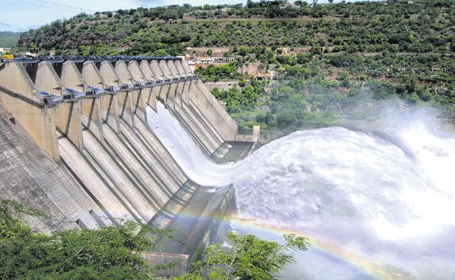 Flood flow in Krishna and Godavari rivers is gradually declining - Sakshi