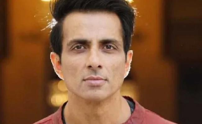 Sonu Sood Offers Accommodation To 20000 Migrant Workers In Noida - Sakshi