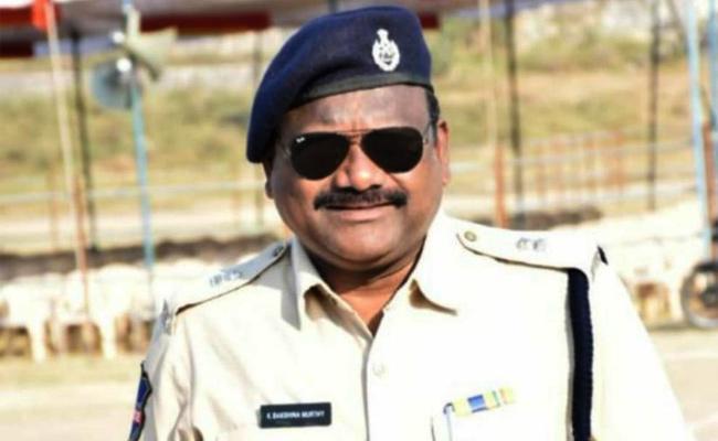Jagtial Additional SP Dakshinamurthy Deceased Due To Illness - Sakshi