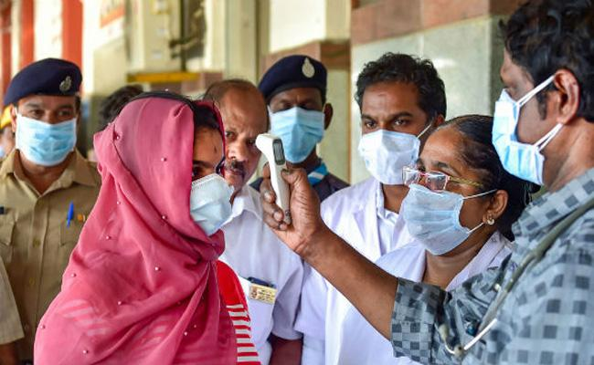 Corona Cases Rapidly Increasing In Karimnagar - Sakshi