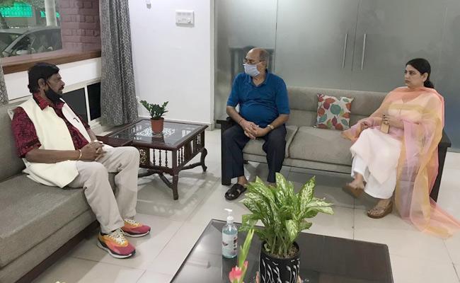 Union Minister Ramdas Athawale Meets Sushants Father KK Singh - Sakshi
