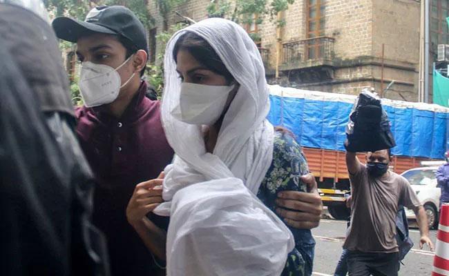 CBI Questioning Rhea Chakraborty In Sushant Death Case - Sakshi