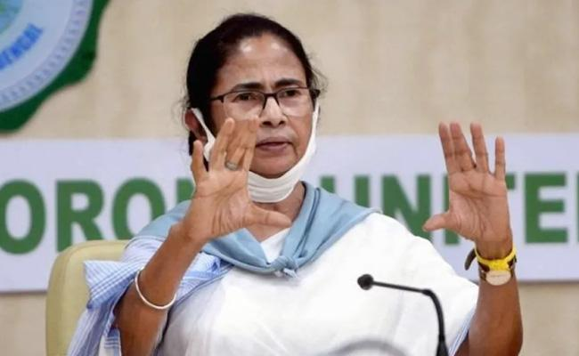 West Bengal Govt Ready To Resume Metro Writes To Railway Board - Sakshi
