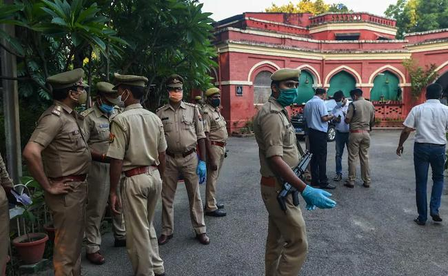 Girl Assassinated Mother And Brother With A Shooting Gun In Lucknow - Sakshi