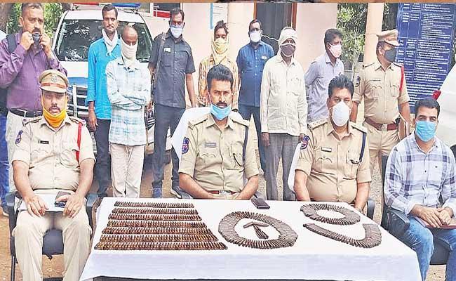 Three Maoist Militants Arrested At Mahabubabad - Sakshi