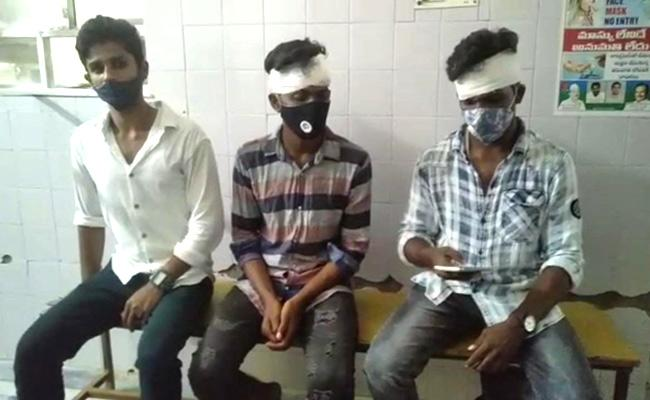 TNSF Leaders Attack Former Councilor Sons In Rayachoti - Sakshi