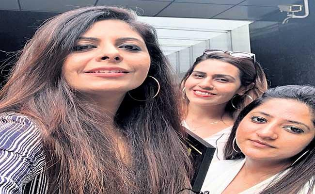 Special Story About Vienna And Poonam And Raina From Mumbai - Sakshi