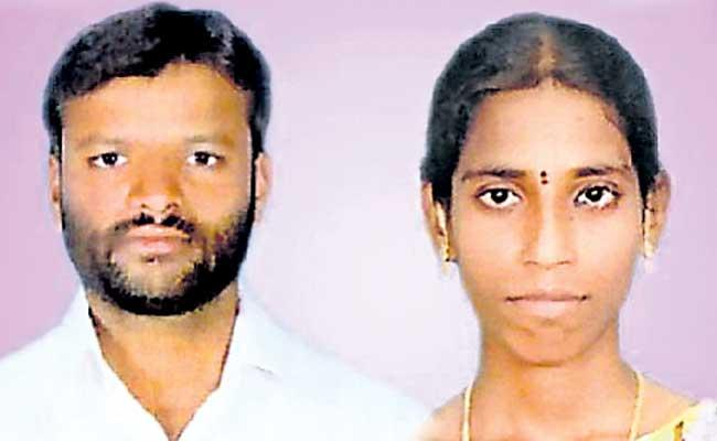Young Farmer Couple Died With Current Shock At Wargal Siddipet District - Sakshi