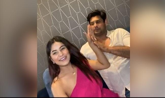 Shehnaaz Gill Slaps Sidharth Shukla During Live Session - Sakshi