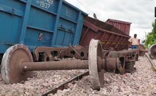 Goods Train Derailed In Mathura - Sakshi