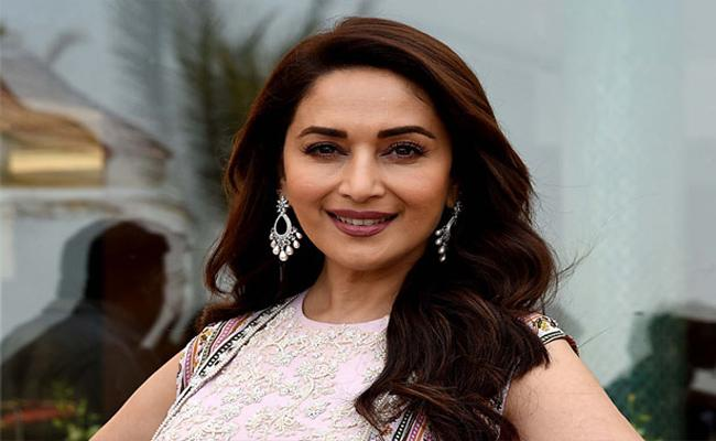 Madhuri Dixit Reveals Why She Signed Saajan Movie - Sakshi