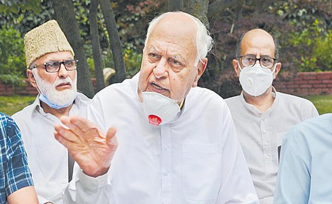 Farooq Abdullah slams Pakistan for praising Gupkar statement - Sakshi