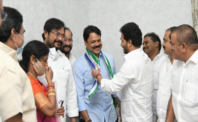 TDP Leader Chalamalasetty Sunil Joins In YSRCP - Sakshi