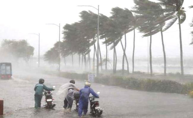 Heavy Rain Forecast On  South Coast And North Coast  - Sakshi