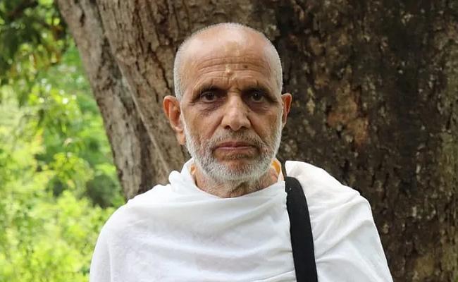 Priest Who Fixed Ram Mandir Bhumi Pujan Threatened  - Sakshi