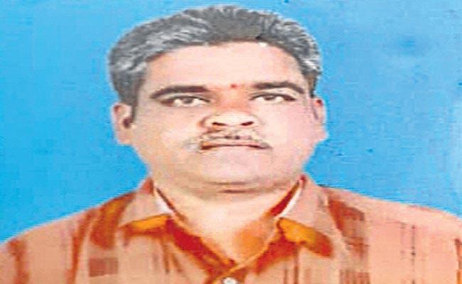 VRO Deceased In Medak District Over Not Giving On Last Pay Certificate - Sakshi