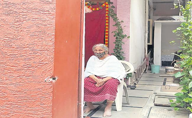 Sons Leave Illness Mother on Road in Hyderabad - Sakshi