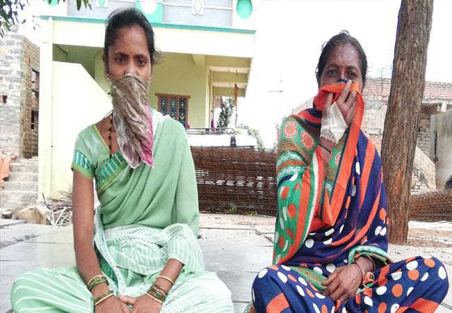 Wife Protest In Front Of Husband House For Justice In Kurnool - Sakshi