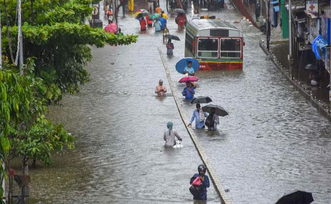 Heavy Rains In Mumbai: Red Alert Issued - Sakshi