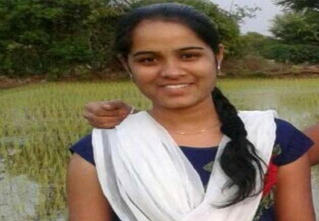 Rajitha Funerals Completed In Karimnagar - Sakshi