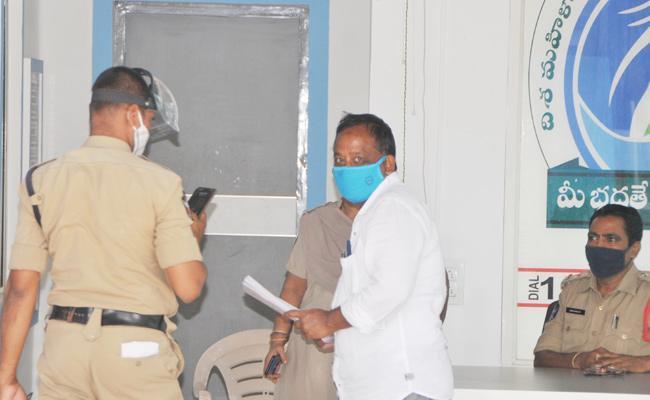 Disha Police Arrest JDA Habeeb Pasha Anantapur - Sakshi