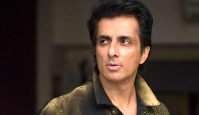 Sonu Sood Witty Response to Twitterati Requesting PS4 - Sakshi