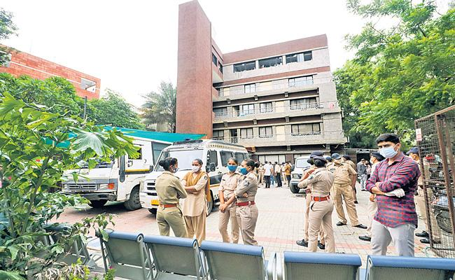 Covid-19 hospital fire in Ahmedabad leaves 8 patients dead - Sakshi