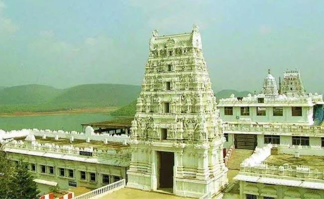39 Corona Cases Reported In Annavaram Temple - Sakshi