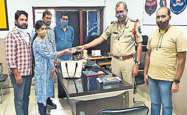 Robbed Bag Recovery in One Hour KPHB Police Station - Sakshi
