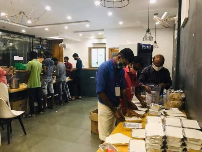 Kerala People Queuing up to Donate Blood to Air Crash Victims - Sakshi