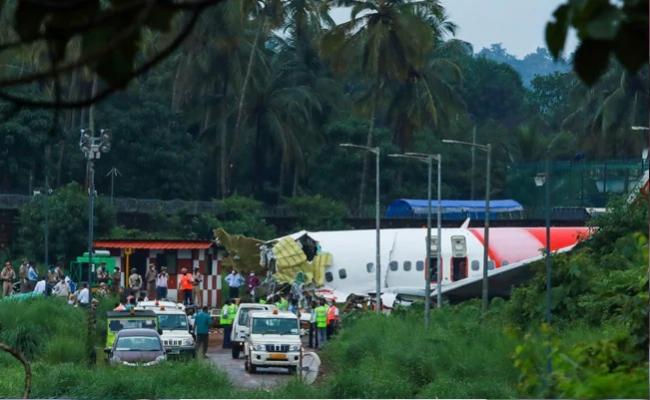 Aircraft Touched Down 1 Km Into Runway Before Crashing In Kerala - Sakshi